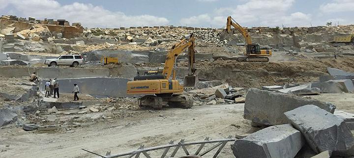 石の採掘様子